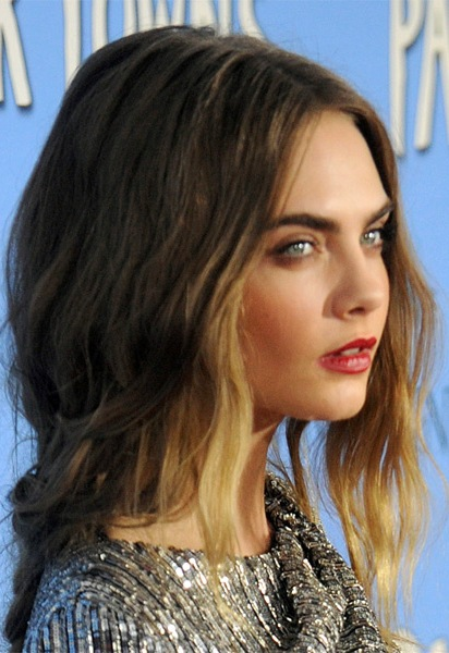 cara-delevingne-medium-wavy-hairstyle