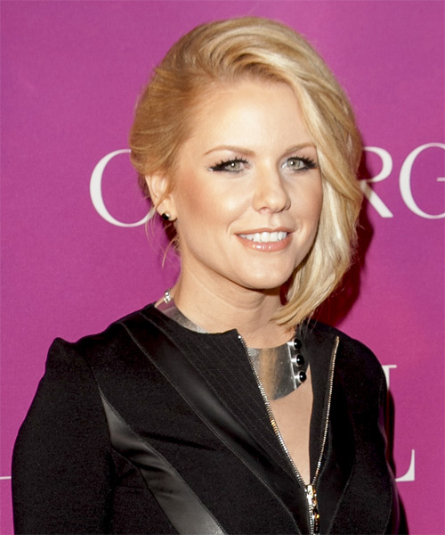 carrie-keagan-short-straight-bob-hairstyle