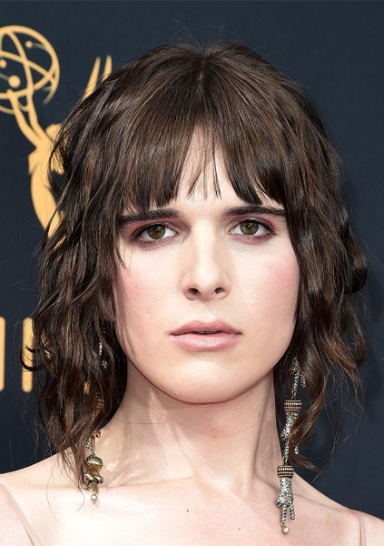 hari-nef-medium-wavy-bob-hairstyle