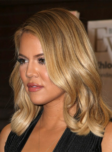 khloe-kardashian-medium-wavy-hairstyle
