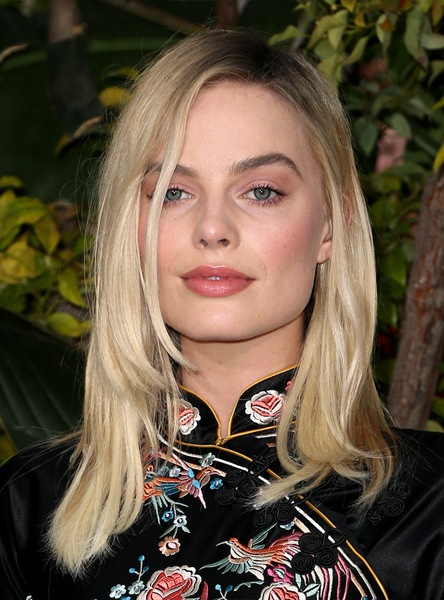 margot-robbie-medium-straight-hairstyle