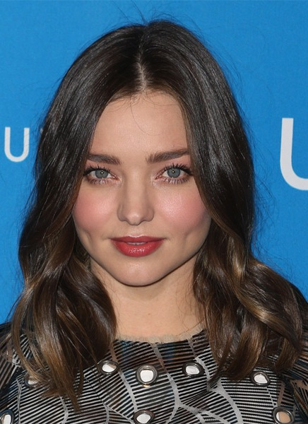 miranda-kerr-medium-wavy-hairstyle