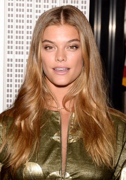 nina-agdal-long-wavy-hairstyle