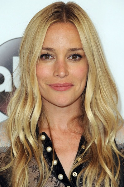 piper-perabo-long-wavy-hairstyle