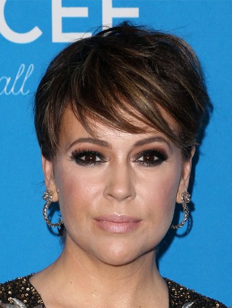 alyssa-milano-short-straight-hairstyle