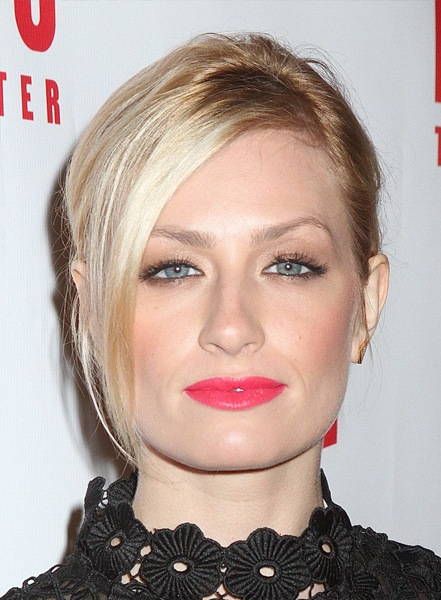 beth-behrs-casual-straight-updo-hairstyle