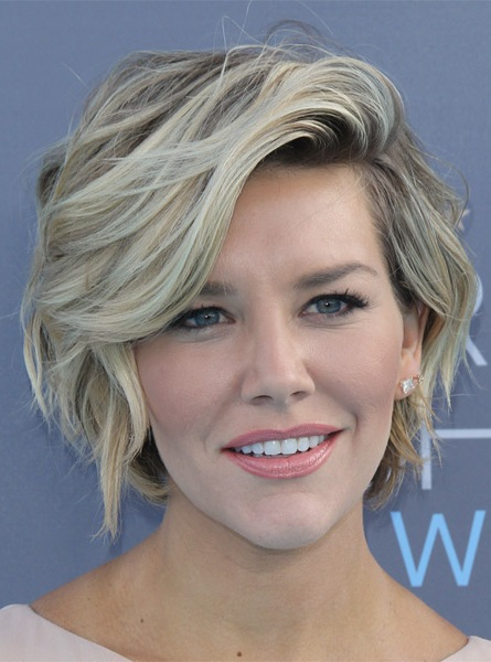charissa-thompson-short-wavy-hairstyle