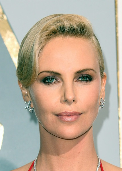 charlize-theron-short-straight-hairstyle