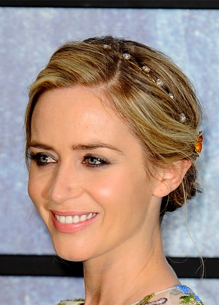 emily-blunt-casual-wavy-updo-hairstyle