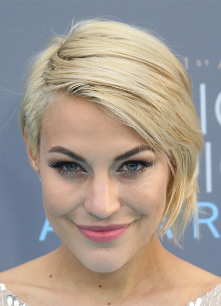 erin-darling-short-straight-hairstyle