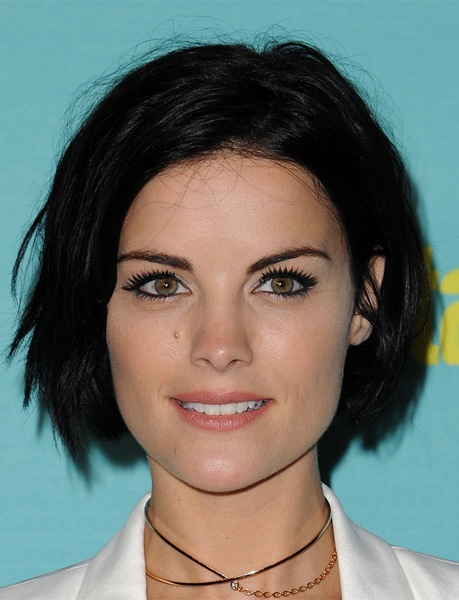 jaimie-alexander-short-straight-hairstyle