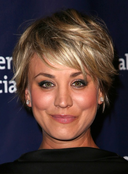 kaley-cuoco-short-straight-hairstyle