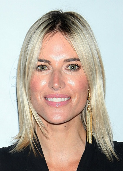 kristen-taekman-medium-straight-bob-hairstyle