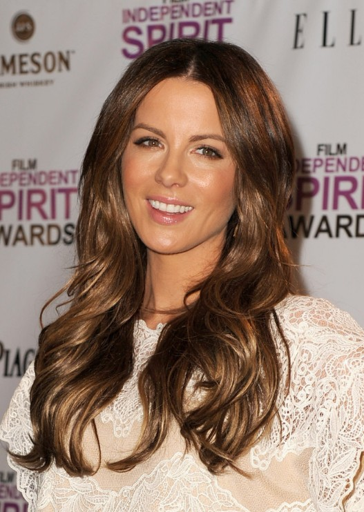 luxurious-long-wavy-hairstyle-from-kate-beckinsale