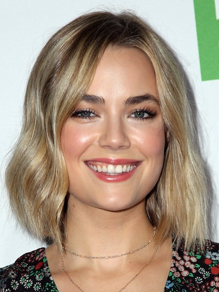 rebecca-rittenhouse-medium-straight-bob-hairstyle