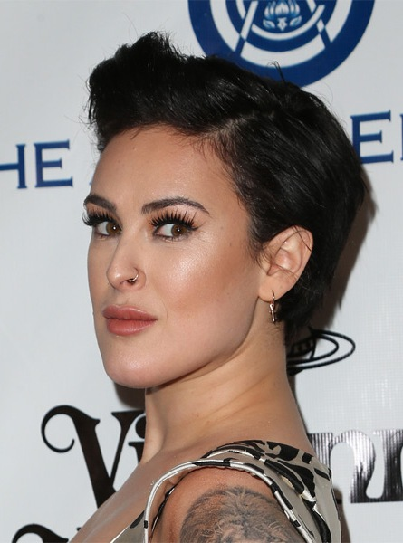 rumer-willis-short-straight-hairstyle