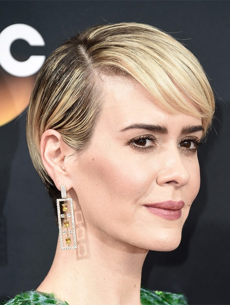 sarah-paulson-short-straight-hairstyle