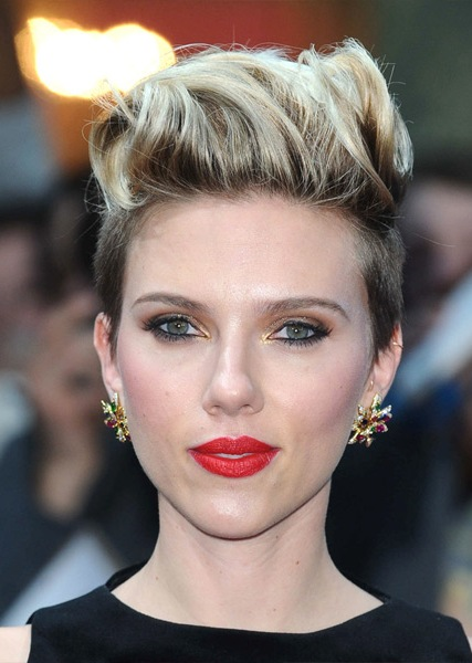 scarlett-johansson-short-straight-hairstyle