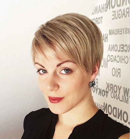 short-haircut-with-side-bangs