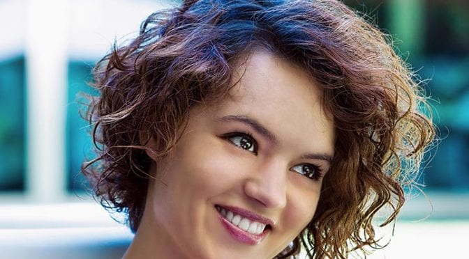 30 Popular And Trendy Curly Hairstyles For Teenage Girls Haircuts Hairstyles 2021