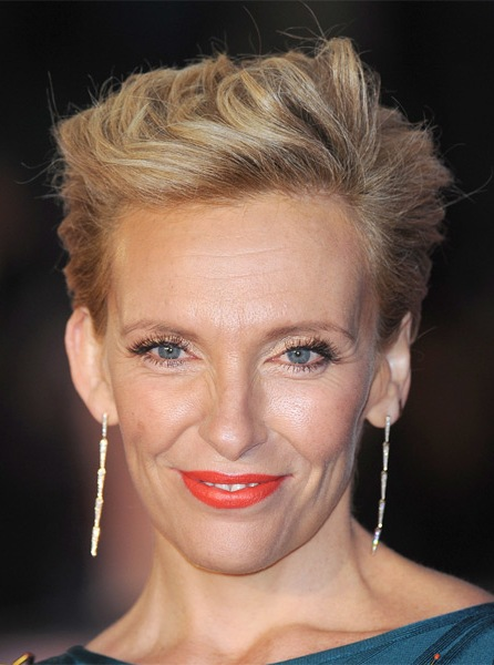 toni-collette-short-straight-hairstyle