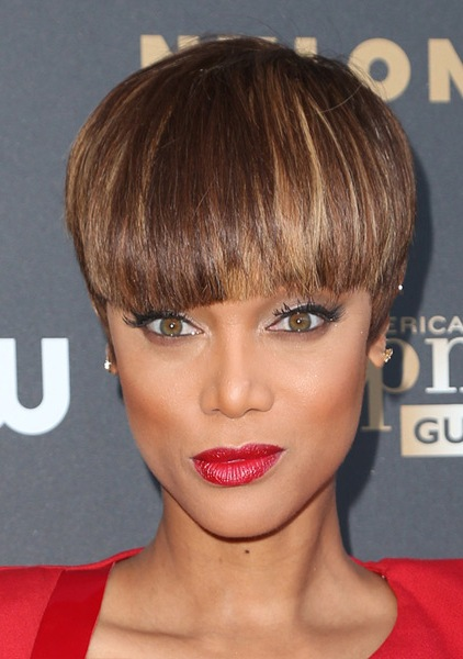 tyra-banks-short-straight-hairstyle