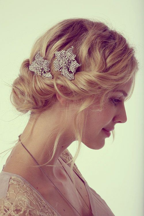 elegant-wavy-updo-with-a-side-twist