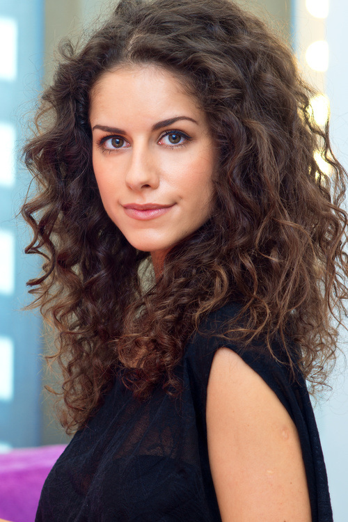 Medium Hairstyles For Curly Hair Girls 41