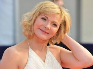 25 Most Flattering Hairstyles For Older Women