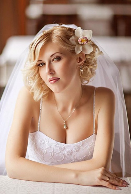 Short Wavy Wedding Hairstyle with Flower