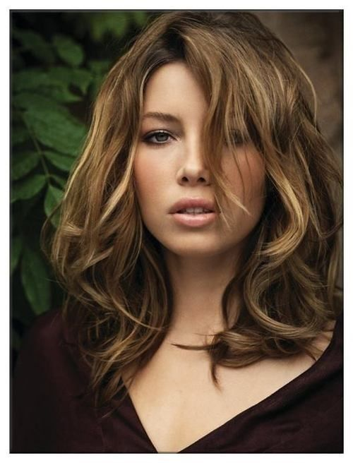Medium Wavy Hairstyles with Bangs