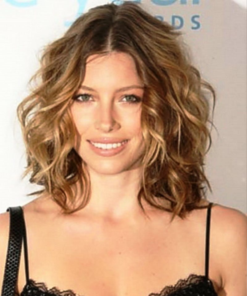 25 Hottest Looking Medium Wavy Hairstyles For Women Haircuts