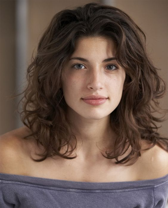 Tania Raymonde's Medium Wavy Hairstyles
