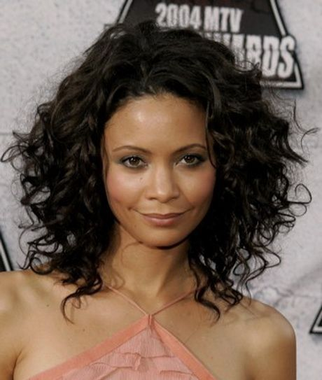 18 Superlative Medium Curly Hairstyles For Women Haircuts
