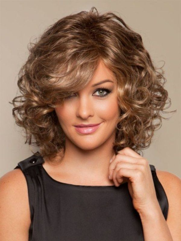 18 Superlative Medium Curly Hairstyles for Women - Haircuts & Hairstyles 2020