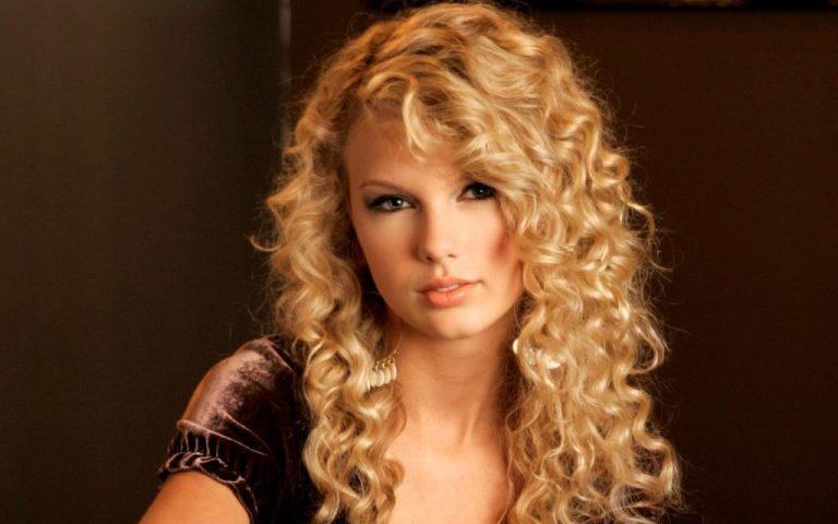 Medium Curly Hairstyle