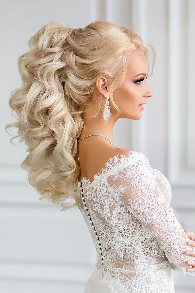 27 Gorgeous Wedding Hairstyles For Long Hair In 2019: 25 Most Elegant Looking Curly Wedding Hairstyles