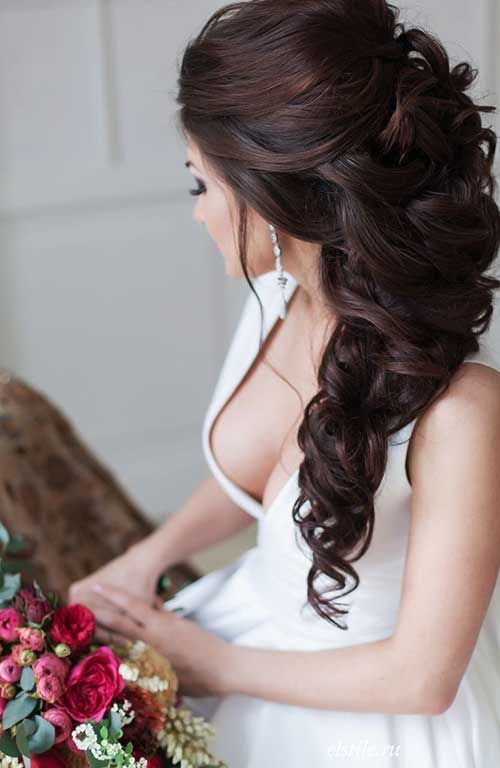 Brunette Hairstyle with Curls