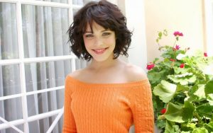 32 Short Haircuts for Wavy Hair To Look Ravishing