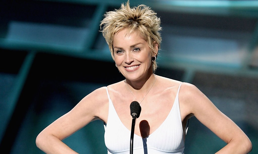 30 Short Hairstyles For Women Over 50 To Look Stylish