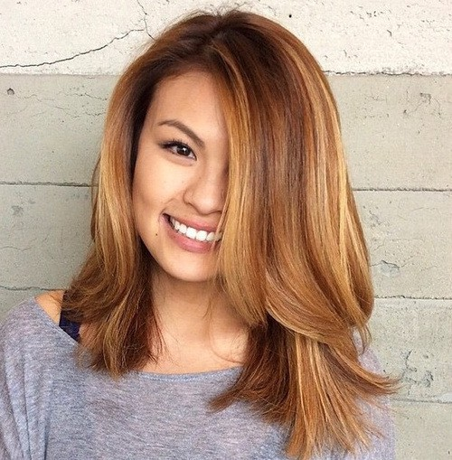 Medium Layered Hair with Highlights