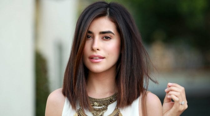 30 Medium Straight Hairstyles For Women To Look Attractive