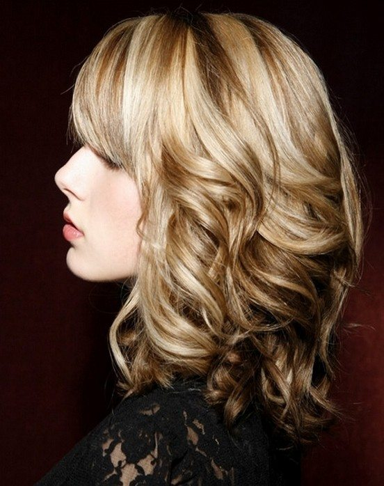 Cool Wavy Hairstyle for Medium Hair