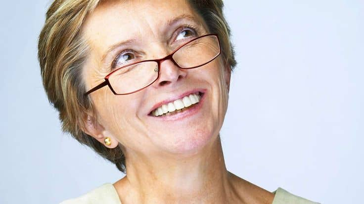 15 Hairstyles For Women Over 50 With Glasses Haircuts Hairstyles