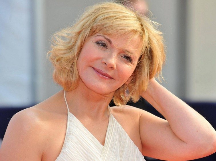 15 Hairstyles For Women Over 50 With Round Faces