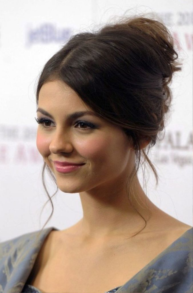 30 Bun Hairstyles For Women To Look Gorgeous Haircuts Hairstyles