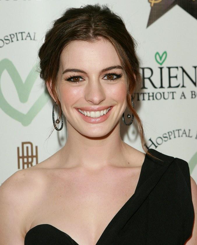 Anne Hathaway Haircut (17)