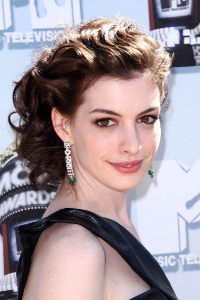 Anne Hathaway Haircut (18)