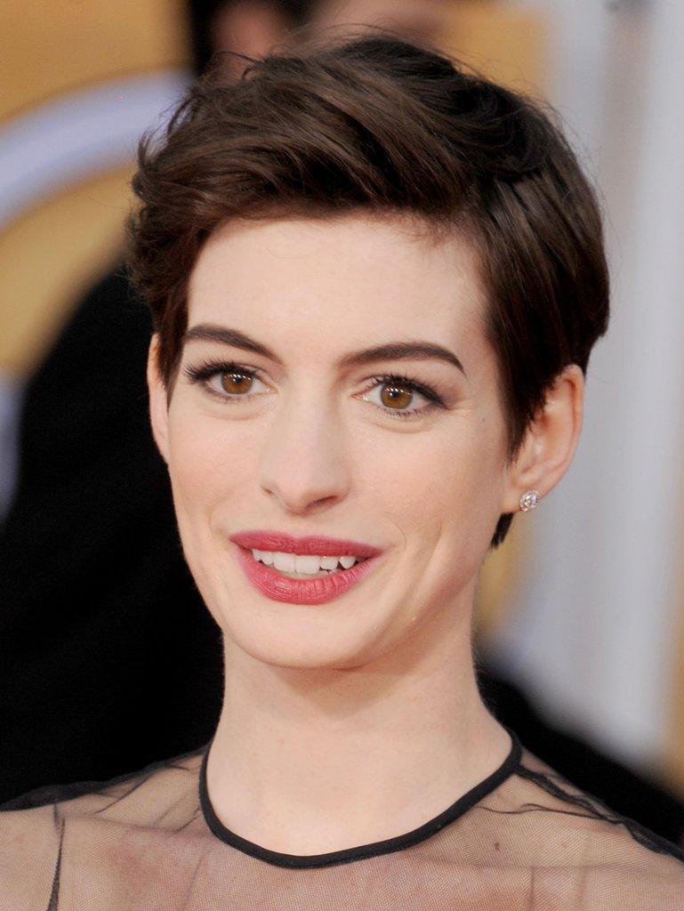 Anne Hathaway Haircut (6)