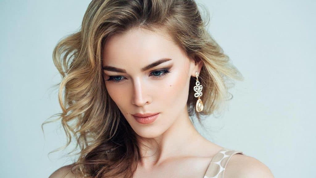 30 Dirty Blonde Hair Ideas for Women to Look Attractive